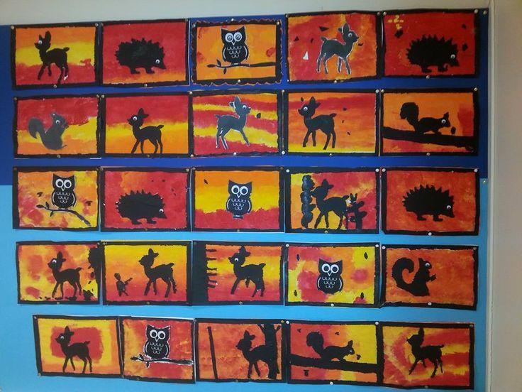 Silhouet printen vanaf internet, daarna op zwart papier plakken. Kinderen prikken de figuur uit en tekenen evt nog eigen figuren die ze ook uitprikken. Daarna plakken ze 'm op z'n kop, zodat het mooie zwarte papier aan de bovenkant zit. De achtergrond stempelen met schuurspons stukjes.