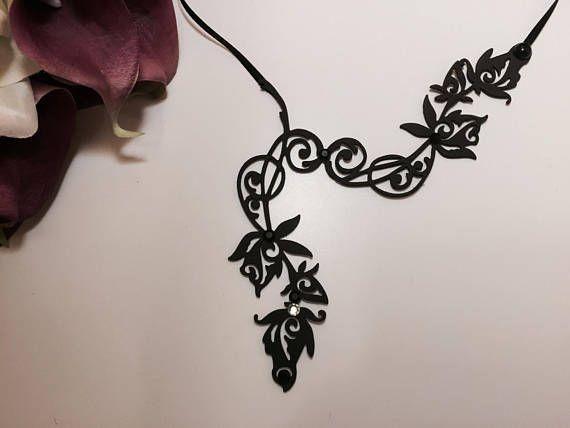 Collier tatouage ras du cou rose Elfique noir strass mariage