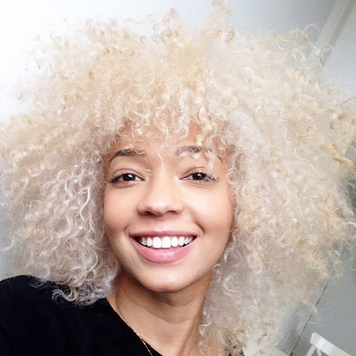 Décolorer ses cheveux afro naturels en blond platine (je vous dis TOUT !).