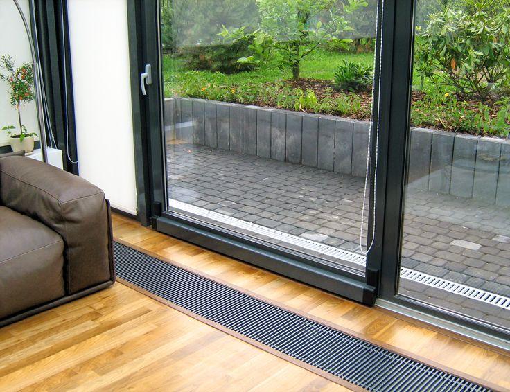 System ogrzewania kanałowego działa również jak kurtyna z ciepłego powietrza i chroni okno przed zaparowaniem