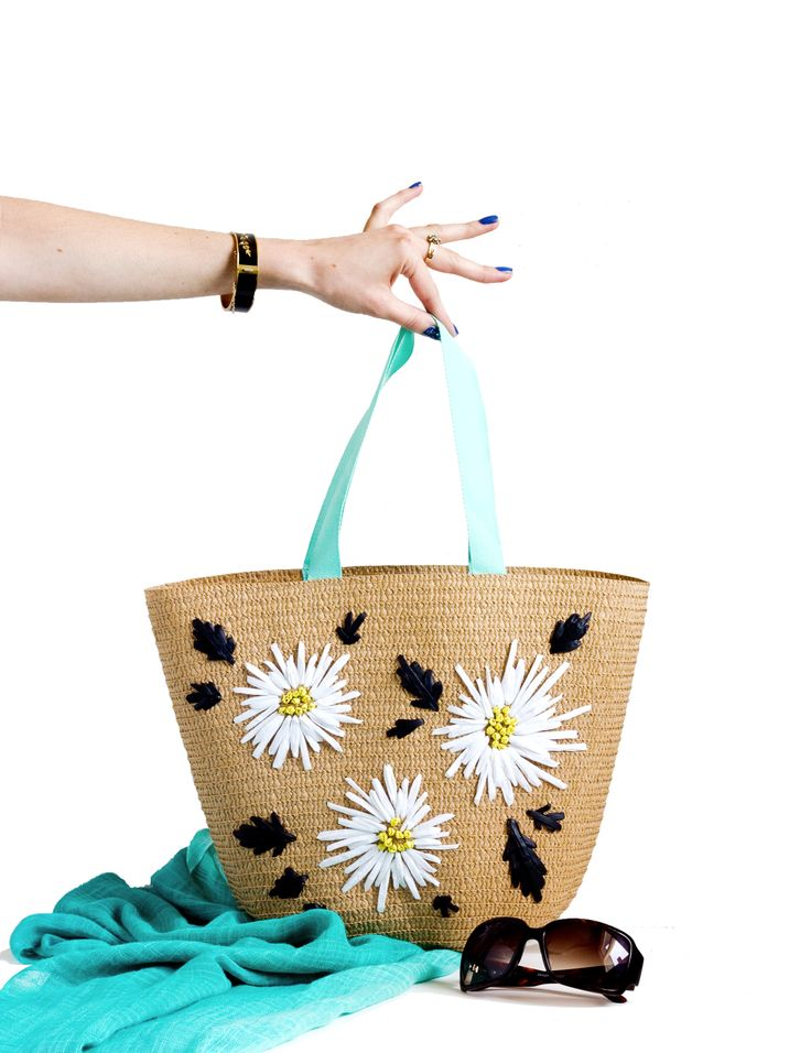 DIY Raffia Embroidered Tote   click through for the full tutorial!