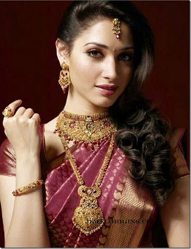 South Indian bride, bridal saree, gold jewellery Indian bridal jewellery