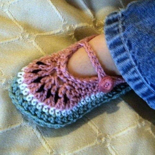 Crochet Patterns For Toddlers Slippers : 1000+ images about Youth & Toddler Slipper Crochet ...