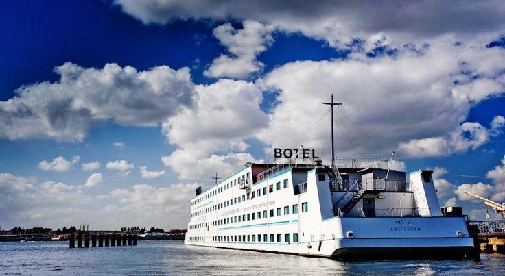 Een unieke overnachting op het water vind je bij Botel; een hotel-en-boot in één, dichtbij het centrum van Amsterdam! #origineelovernachten #reizen #origineel #overnachten #slapen #vakantie #opreis #travel #uniek #bijzonder #slapen #hotel #bedandbreakfast #hostel #camping #botel #hotel