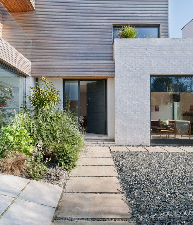 A path leads past glazing and gravel to the front door. Photo by Andrew Meredith.