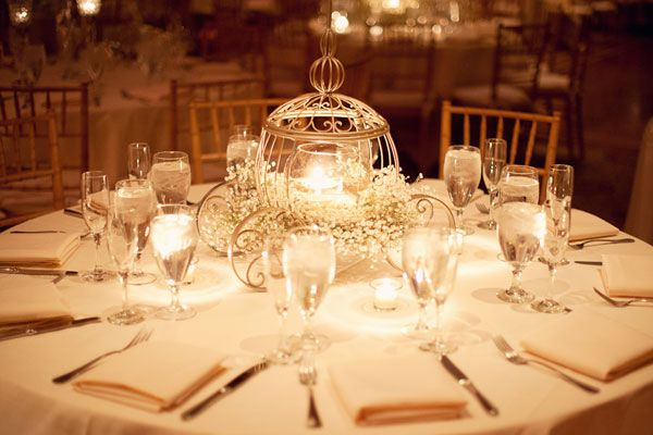 I want to have lots of candle light at my wedding...it's beautiful and adds a touch of ambiance...this centerpiece is beautiful!