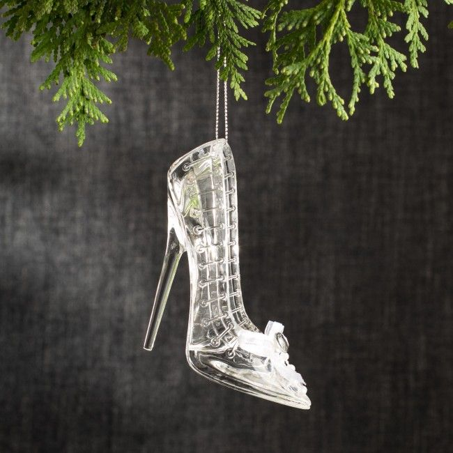 Put on your dancing shoes and rock around the Christmas tree with this shoe ornament.