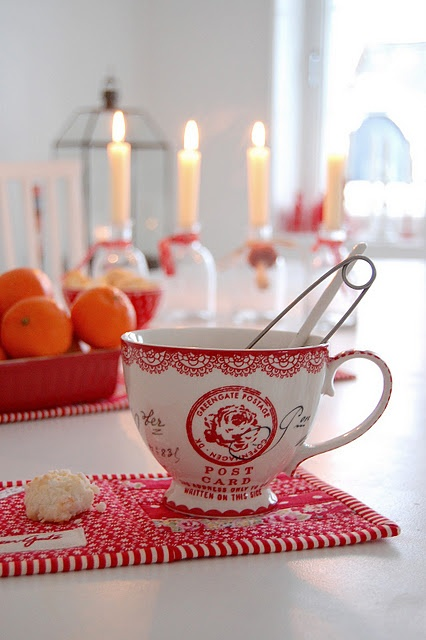 Emmelines Blog - A red and white Scandinavian interior/style blog. (Written in Norwegian.) With my collection of red and white snowflake dishes, Scandinavian is probably the best way to describe my own eclectic style!