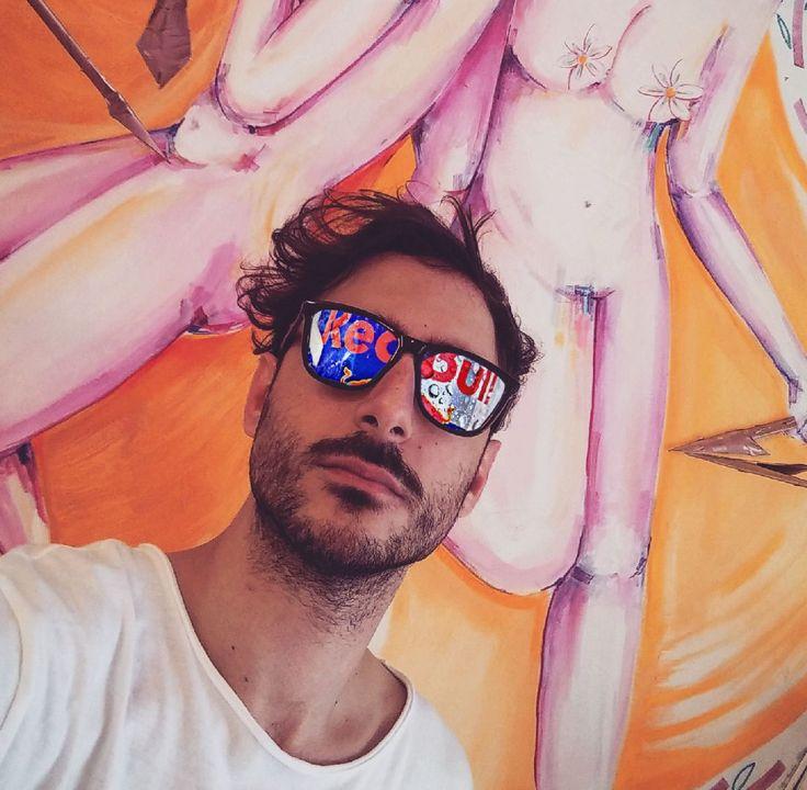 Ο yiakou συναντά τη redbull και δίνει με τον ταύρο της μια όμορφη συνέντευξη! Με τον Δημήτρη Μαυροκεφαλίδη.. Περισσότερα εδώ: www.redbull.com/gr/el/stories/1331766780556/graffiti-artist-yiakou-interview