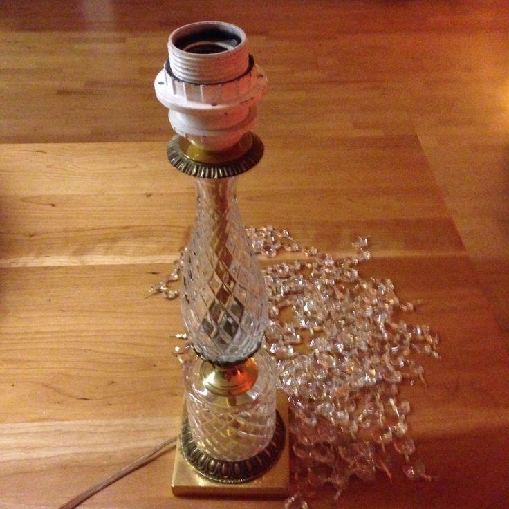 Kroonluchter en lamp gekocht bij de kringloop voor een prikje, kroonluchter ontmanteld ,nu nog een lampenkap zien te  fabriceren.