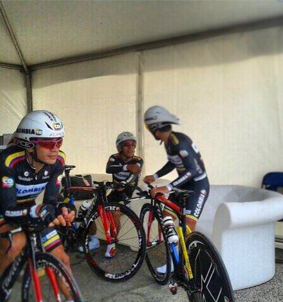 Nuestros #escarabajos @col_coldeportes Team Colombia en @Giro d'Italia