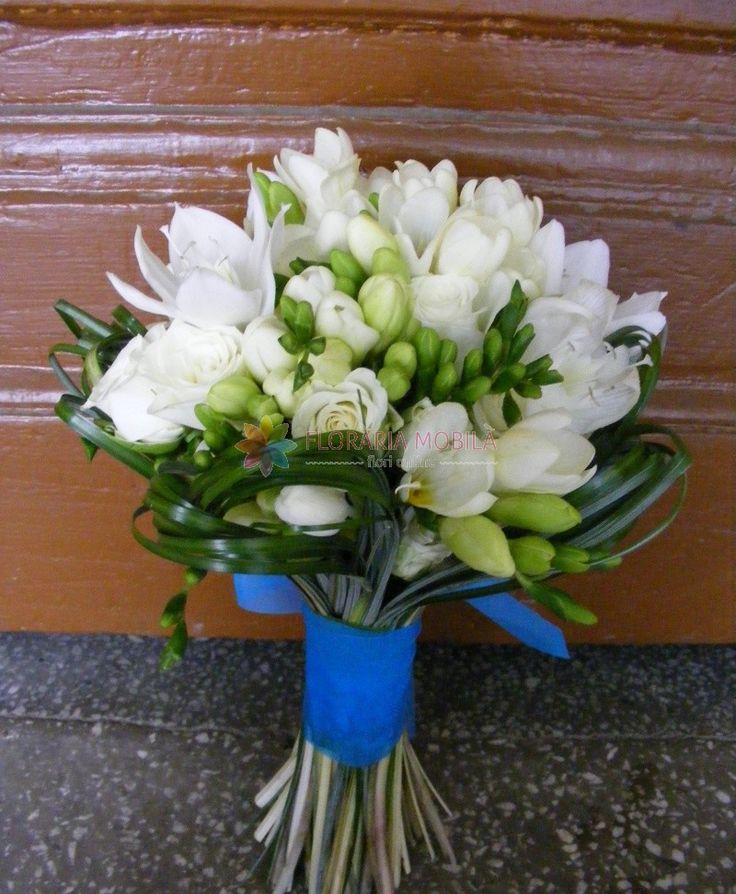buchet mireasa cu minirose si frezii / freesia wedding bouquet