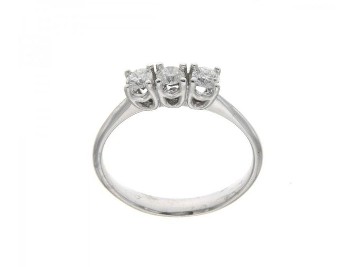 anello trilogi interno comodo castoni a fantasia in oro bianco con tre diamanti certificati igi anversa carati 0,42 E-VS2