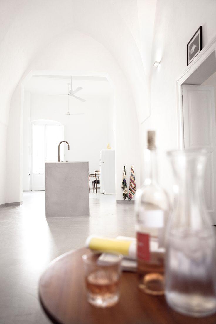 Das große Koch-Ess-Wohn-Zimmer.  / / / / / / / / / / / / / / /  casapolpo.com (Ferienwohnung) CASA POLPO appartamento #italien #apulien #monopoli #puglia #italia #urlaub #ferienwohnung #casapolpo #interior #travel #italy