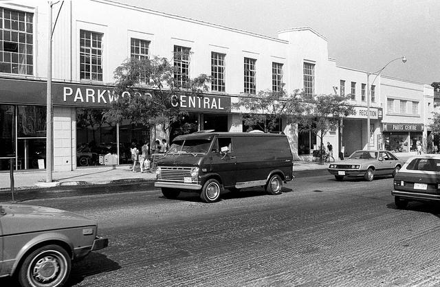 1983: Parkwood Central car dealership Yonge Street. north of Eglinton Avenue.