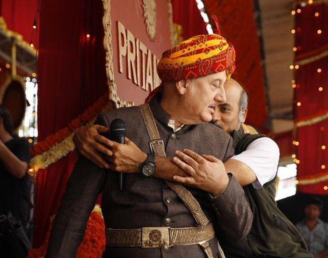 Anupam Kher With Prem Ratan Dhan Payo Cast - IndiaShor.com