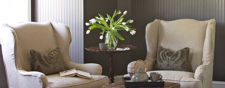 1801 First Luxury Inn: Relax with a good book or explore boutiques, galleries and arts centers just blocks away.