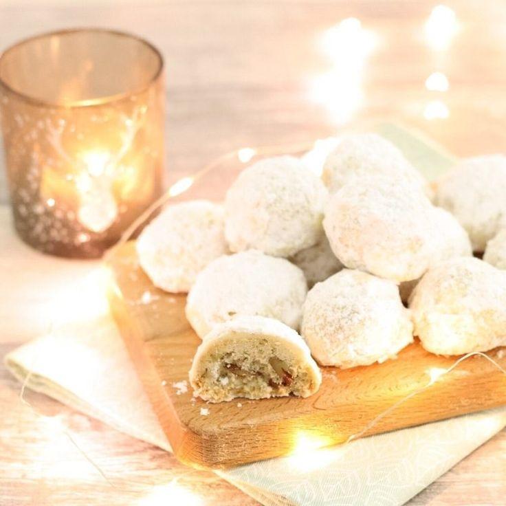 Deze heerlijke sneeuwbal koekjes waren leuk met de feestdagen, maar kunnen ook prima nu met het winterse weer. En eigenlijk zijn ze gewoon altijd lekker, je hebt ze zo gemaakt!