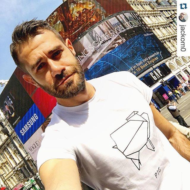 #london #piccadillycircus #beard #beardsofinstagram #bearded  #style #mensfashion #dshirt #instaguy #origami #pig #origamianimal #maiale #maialino #porco #menswear #men #fashionblogger #mensfashion #handmade #etsyshop #etsy  #urbanfashion #urbanwear #mensfashion #menswear #fashionblogger #outfitoftheday #urbanlife  #trendy ...