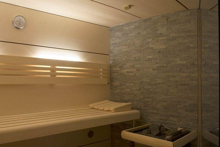 sauna mit glasfront im badezimmer sauna pinterest saunas und badezimmer. Black Bedroom Furniture Sets. Home Design Ideas