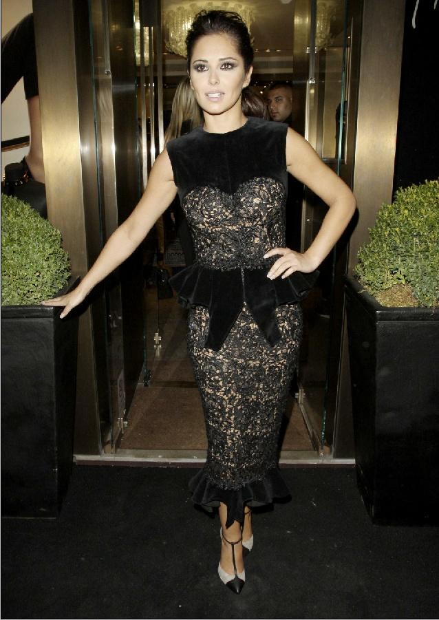 Cheryl Cole a Fashion Night Out rendezvényen.  forrás: instyle.hu