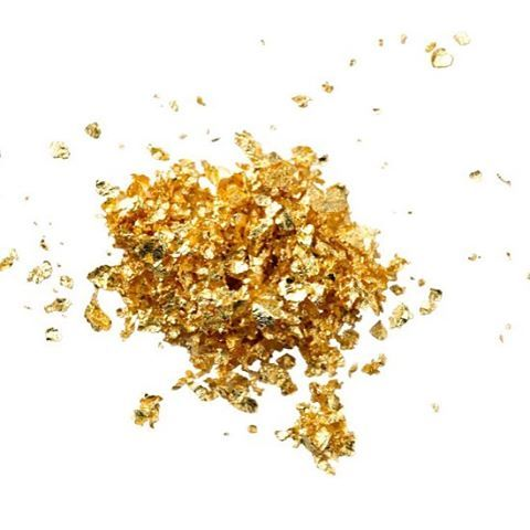 With only the best and stellar ingredients, is this Pixie Dust or 24k Nano Gold? 😉✨ANTIAGE+FIRMING @faceofsilk #onlinesoon