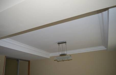 Отделка потолка, при ремонте квартиры является важным моментом. Он может быть ровным или иметь несколько уровней понижений, по вашей задумке или дизайнера.