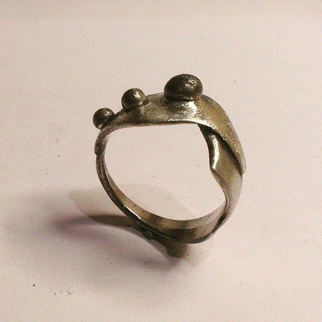 Silver ring #amoksmykker#øreringe#earring#earcuff#halskæde#necklace#armbånd#bracelets#ring#vielsesring#crafts#design#danishdesign#visitaarhus#jewelry#smykker#bryllup#guldsmed#goldsmith#byensbedste#badstuegade#latinerkvarteret#aarhus#århus#accessories#popularphoto#popularpic #scandinavia#scandinaviandesign