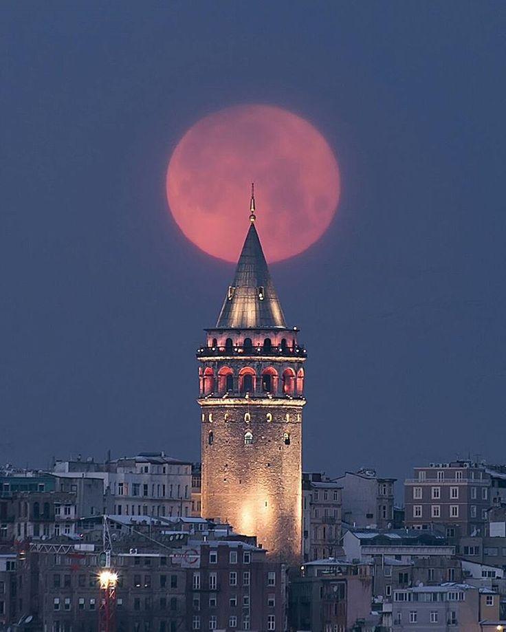 Moonset on Galata / By Ahmet Kizilhan #galatatower #istanbul