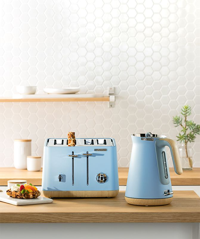 The new Scandi Aspect set of kettle & toaster in Azure. This pale blue will add that tinge of colour you need to bring your Scandinavian design to the next level.