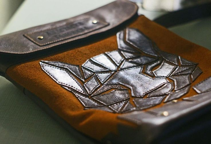 Named bag made of genuine leather and suede tenderest.