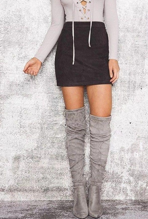 mini skirt / overknee boots  MODA nie musi kosztować.