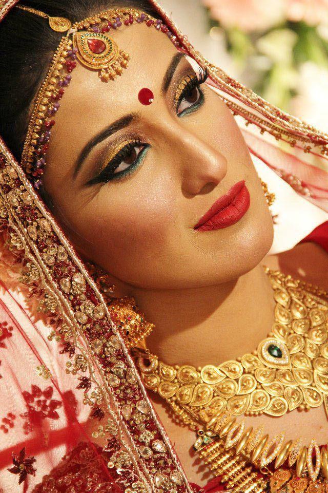 Bengali bridal makeup for bride's