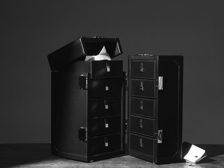 Dior Homme provides a made-to-measure service in i