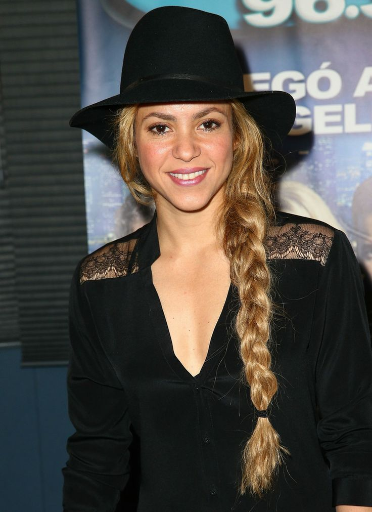 Shakira-Unveils-New-Radio-Station-in-LA-7.jpg (744×1024)