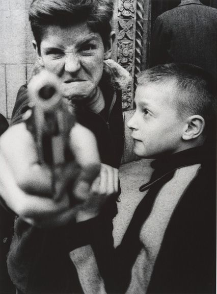Gun 1, New York (1955) by William Klein.