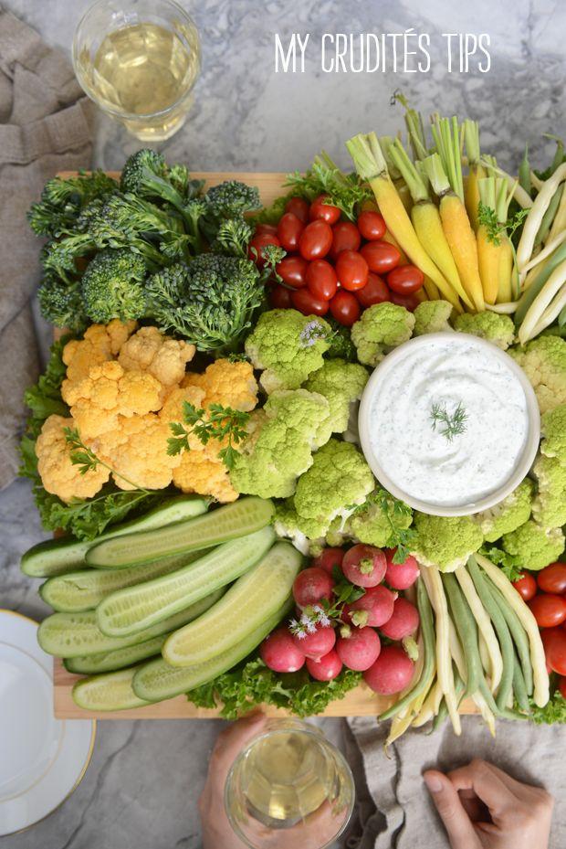Grönsaker och dip tallrik.