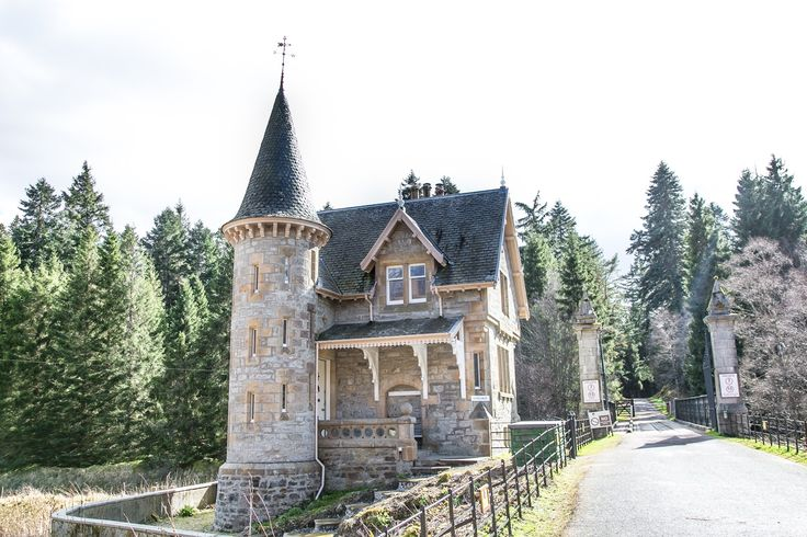Scotland, fairytale castles of Ardverikie Gatelodge