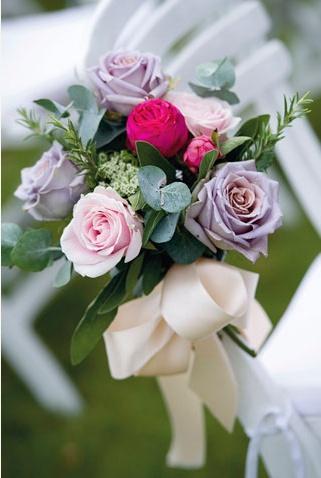 simple handtied rose bouquet