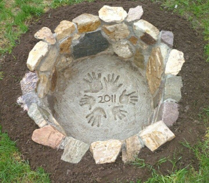 47 DIY Fire Pit Ideas- front picture, best design ever!!  Thicker stones allow you to Mow right on edge which is at ground level.