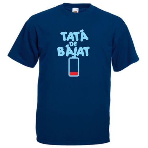 Tricou Tata de baiat    Tricou amuzant pentru tati de baieti, cu mesajul Tata de baiat si o baterie aproape consumata. Taticul este aproape epuizat :)