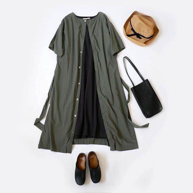 着心地の良さと表情の変化が楽しい  夏のいちばん薄くて涼しい生地綿ローンのワンピースのご紹介ですレイヤードがむつかしい季節にこの生地は最適インナーにシャツを合わせたりスカートを履いてみたりとマンネリ化するシーズンにおすすめ  トレンドのウエストマークもしっかり対応ウエストベルトでメリハリを付ければ一気に女性らしい装いに袖はロールアップ可能ですまた前後共に着れるので気分に合わせてコーデを楽しんでいただければと思います