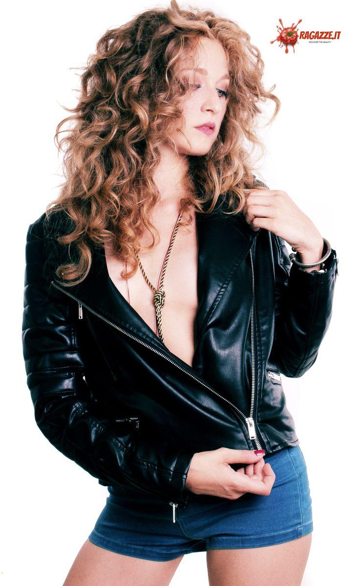 Produzione: www.officinacreativa.us   Web Magazine: www.ragazze.it    #leather #jacket #vintage