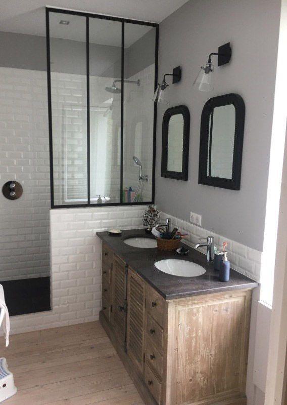 R novation d 39 une salle de bains style r tro chic renoveo - Sechoir salle de bain mural ...
