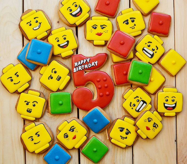 Все любят лего по-разному. Мой сын схем не признает, собирает один раз как надо, потом разбирает и придумывает сам всякие космолеты,дома и лего-уродцев)) А я по схеме😉 #пряникикемерово #кемерово #decoratedcookies #royalicing #kemerovocity#kemerovo #пряники #пряникидлялюбимых #абакан#алтай #кемерово #королевскаяглазурь #имбирныепряники #пряникиназаказ #пряникиназаказкемерово#кузбасс#алтай#кемеровскийрайон…