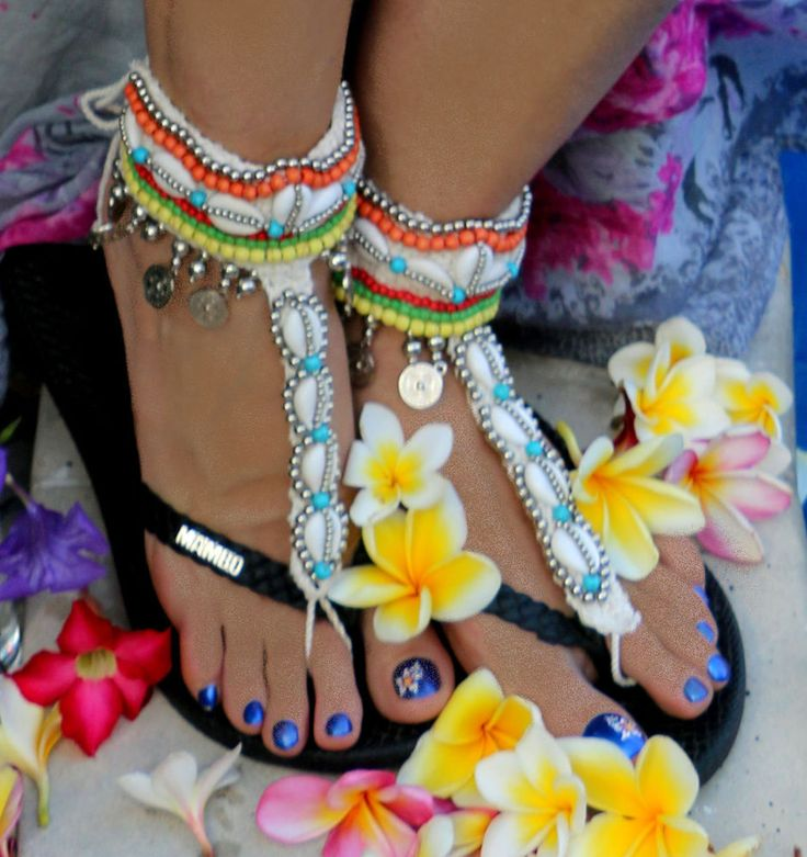 2 Anklets Bare Foot Sandals Toe Thongs Cowrie Shells Multi Color Beads Ties WOW