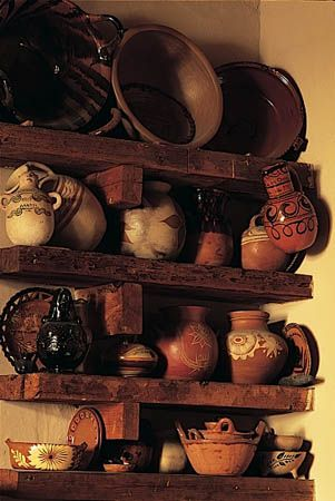 Cocinas Mexicanas Tradicionales. I would love some Mexican pottery for display.