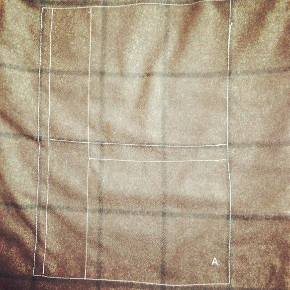 37cm×27cm 持ち手70cm薄手ウールの起毛生地にA4ノートのミシン刺繍をしました。|ハンドメイド、手作り、手仕事品の通販・販売・購入ならCreema。