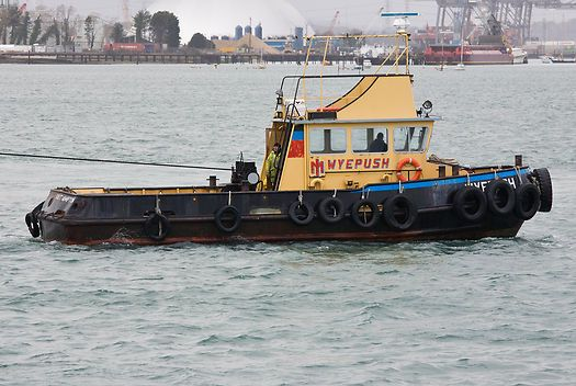 The Itchen Marine tug 'Wyepush' in Southampton harbour.