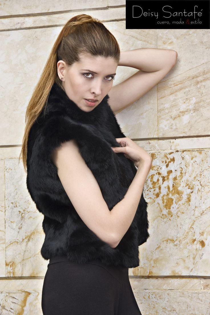 Chaleco piel de conejo color negro.